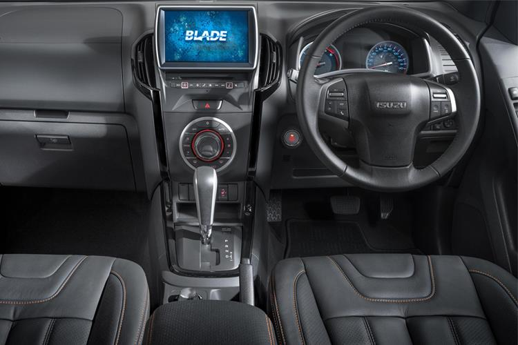 Isuzu D-MAX Pick Up 1.9 TD RWD 164PS Utility Pickup Manual inside view